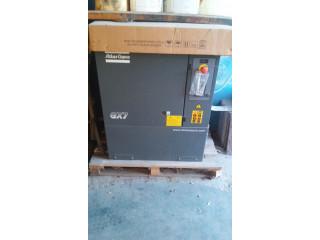 Compresor de Aire a Tornillo 7.5 HP + Tolva deposito de arena o granalla.