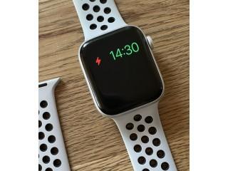 Verkaufe meine Apple Watch 5 44 mm groß
